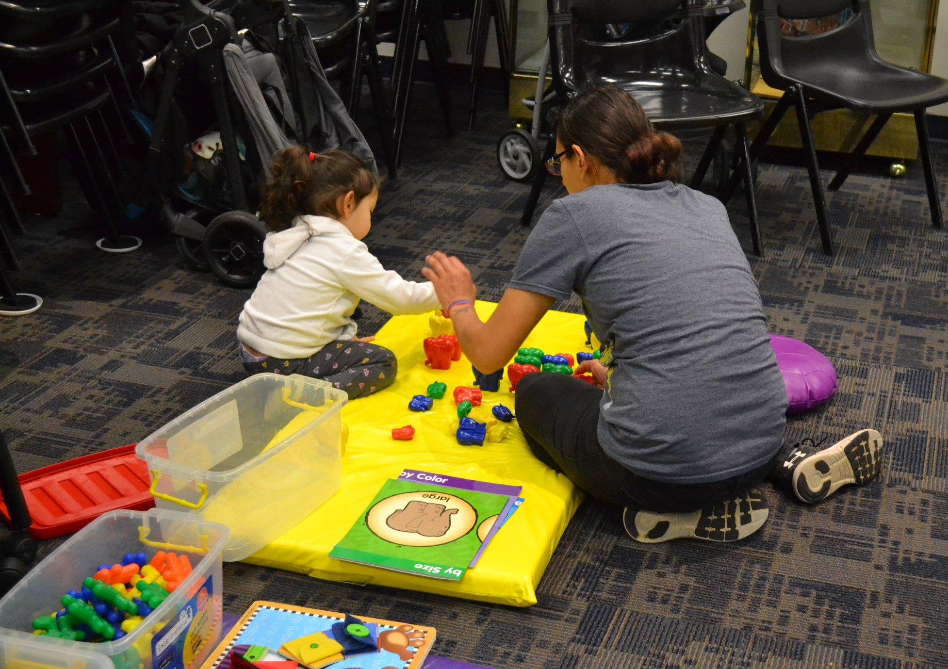 Parent and child at 1-2-3 Grow With Me play group
